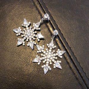 Snowflake dangle earring